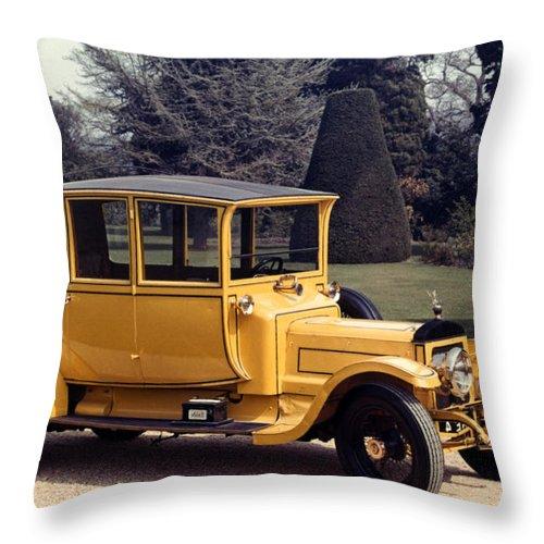 1913 Throw Pillow featuring the photograph Auto: Daimler, 1913 by Granger