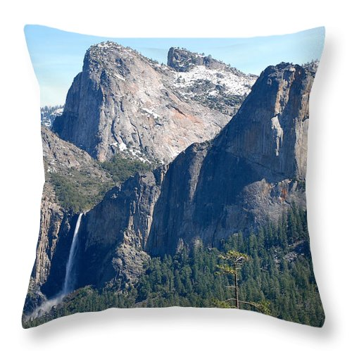 Yosemite National Park Throw Pillow featuring the photograph Bridalveil by Eric Tressler