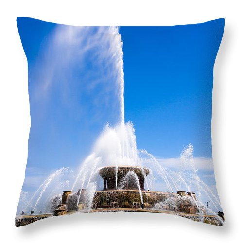 America Throw Pillow featuring the photograph Buckingham Fountain In Chicago by Paul Velgos