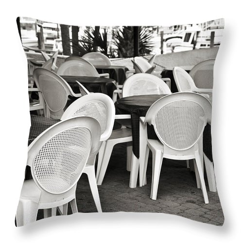 Dining Throw Pillow featuring the photograph Casual Dining by Susan Leggett