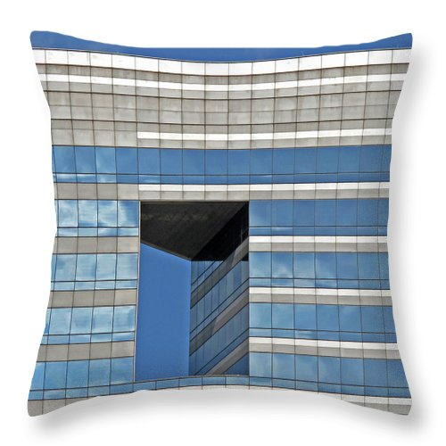 Chicago Architecture Throw Pillow featuring the photograph Chicago Architecture 2 by Dave Mills