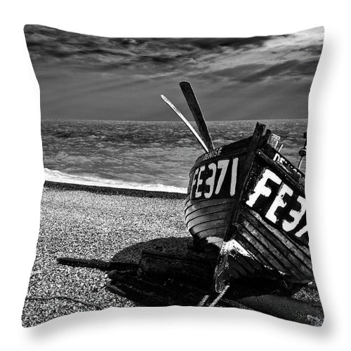 Hythe Throw Pillow featuring the photograph Denise And The Pier by Meirion Matthias
