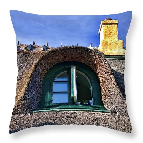 Altstadt Throw Pillow featuring the photograph Dragoer by Joerg Lingnau