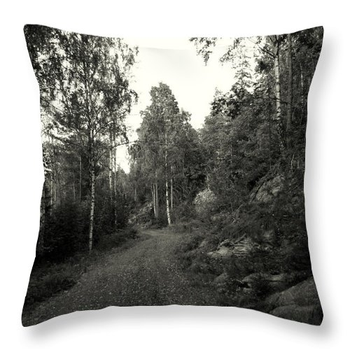 Eydehavn Throw Pillow featuring the photograph Eydehavn Road by Nina Fosdick