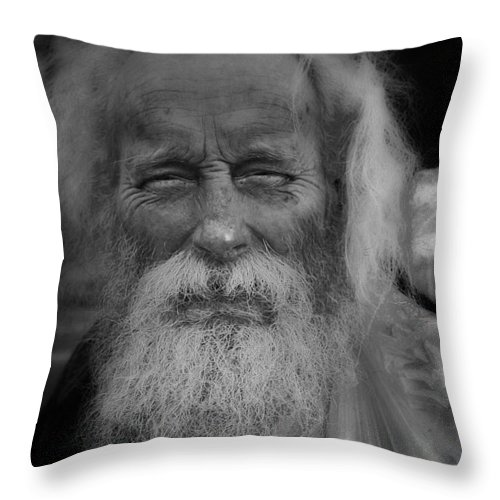 Portrait Throw Pillow featuring the photograph Fritz Ye Cat by Gray Artus