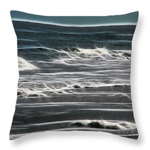 Ga Throw Pillow featuring the photograph Georgia - Ocean Sparks by Ericamaxine Price