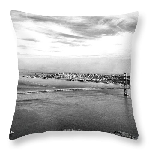 B And W Throw Pillow featuring the photograph Golden Gate Bridge by Underwood Archives