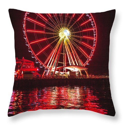 Seattle Throw Pillow featuring the photograph Great Wheel by Mike Penney