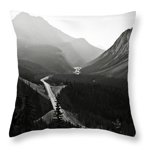 South Throw Pillow featuring the photograph Highway 93a by RicardMN Photography