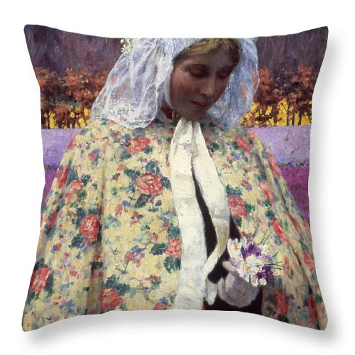 1900 Throw Pillow featuring the photograph Hitchcock: The Bride, 1900 by Granger