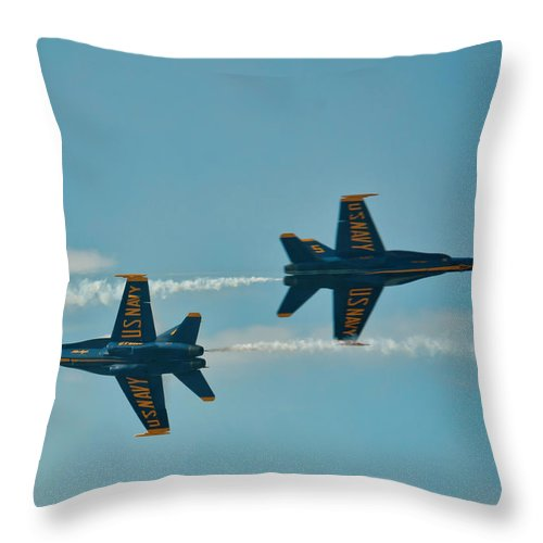 Hawaii Throw Pillow featuring the photograph Knife Edge Pass by Dan McManus