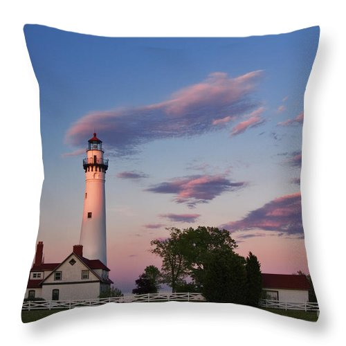 Lighthouse Throw Pillow featuring the photograph Last Light Of Day At Wind Point Lighthouse - D001125 by Daniel Dempster
