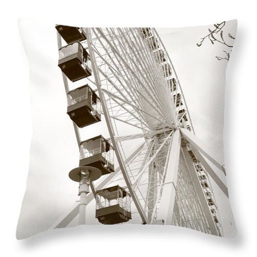 Ferris Wheel Throw Pillow featuring the photograph Leisure by Caroline Lomeli