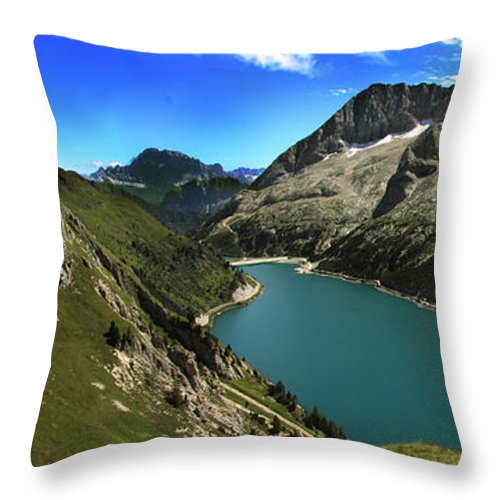 Landscape Throw Pillow featuring the photograph Magic Lake by Celiane Osimo