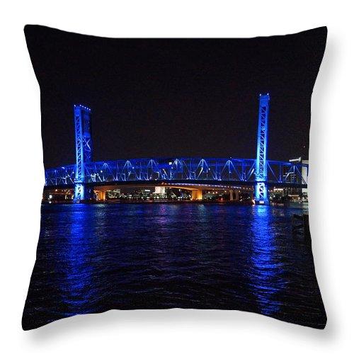 Main Street Bridge Throw Pillow featuring the photograph Main Street Bridge At Night by Alan Hutchins