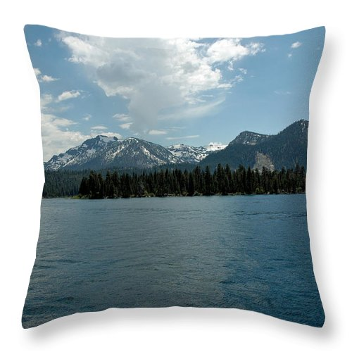 Usa Throw Pillow featuring the photograph Mountains On The Lake by LeeAnn McLaneGoetz McLaneGoetzStudioLLCcom