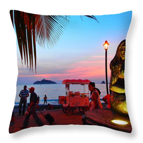 Mujer Del Mar Throw Pillow featuring the photograph Mujer Del Mar by Skip Hunt