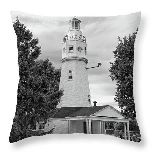 Buildings Throw Pillow featuring the photograph Neenah Lighthouse 8390 by Guy Whiteley
