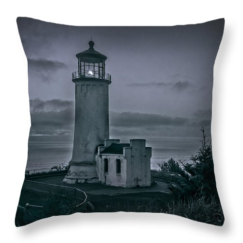 Llighthouse Throw Pillow featuring the photograph North Head by Robert Bales