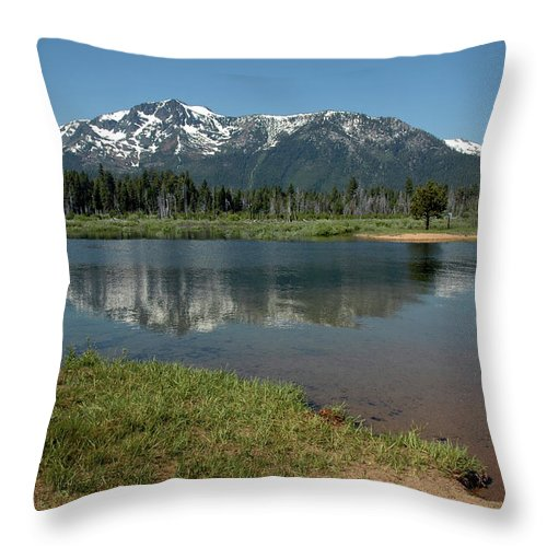 Usa Throw Pillow featuring the photograph Quiet Reflections by LeeAnn McLaneGoetz McLaneGoetzStudioLLCcom