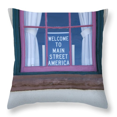Wurlitzer Throw Pillow featuring the photograph Route 66 Welcome Sign by Bob Christopher