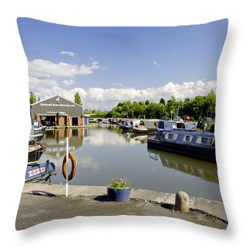 Burton On Trent Throw Pillow featuring the photograph Shobnall Marina - Burton On Trent by Rod Johnson