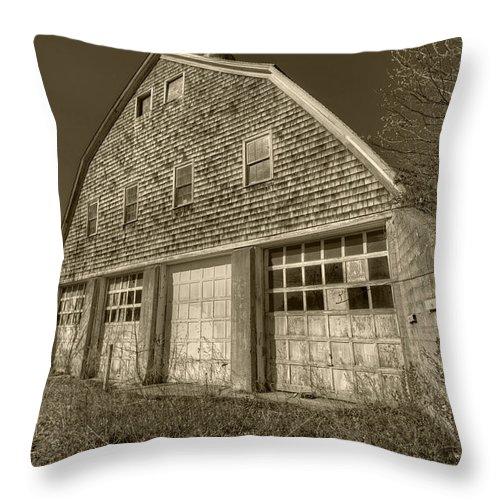 Barn Throw Pillow featuring the photograph Southampton Potato Barn II by Steve Gravano