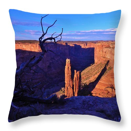 Canyon De Chelly Throw Pillow featuring the photograph Spider Rock by John Wanserski