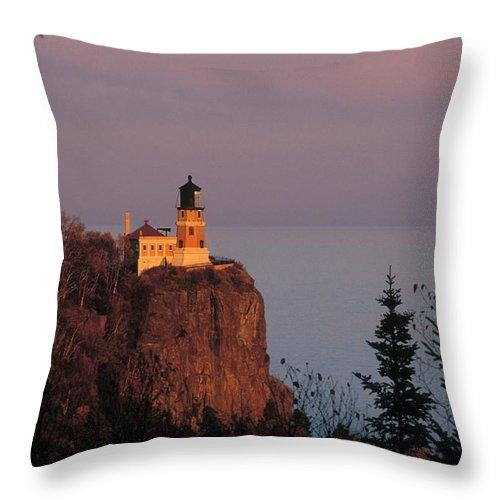 Split Throw Pillow featuring the photograph Split Rock Lightghouse - Fs000635 by Daniel Dempster