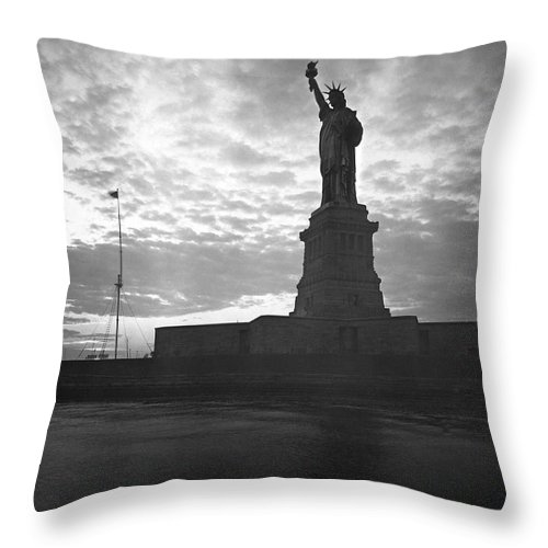 1910's Throw Pillow featuring the photograph Statue Of Liberty At Sunset by Underwood Archives