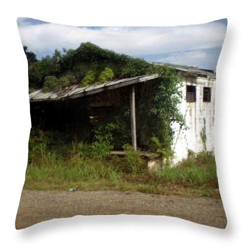 Louisiana Throw Pillow featuring the photograph Store- La Hwy 4 by Doug Duffey