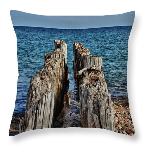 Lake Superior Throw Pillow featuring the photograph The Bones Of Superior by Rachel Cohen
