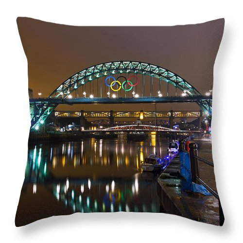 River Tyne Throw Pillow featuring the photograph Tyne Bridge At Night by David Pringle