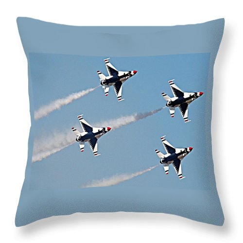 Thunderbird Throw Pillow featuring the photograph Usaf F-16 Thunderbirds by Nick Kloepping