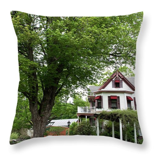 Country Setting Throw Pillow featuring the photograph Wild Rose Inn Woodstock by Lorraine Devon Wilke