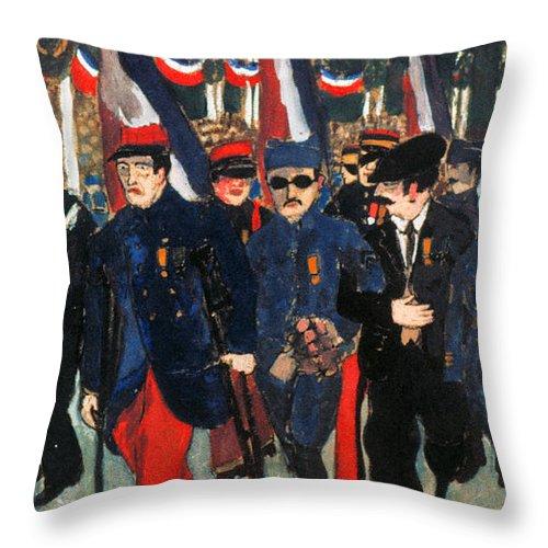 1919 Throw Pillow featuring the photograph World War I: Veterans by Granger