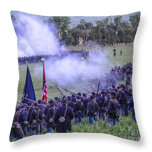150th Throw Pillow featuring the photograph Gettysburg Union Artillery And Infantry 7496c by Cynthia Staley