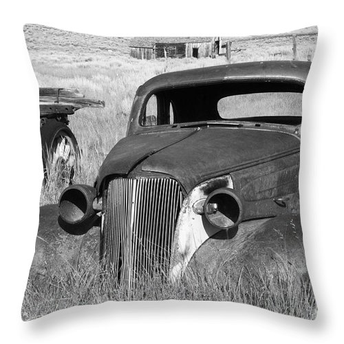 Vintage Cars Throw Pillow featuring the photograph A Ride To The Past by Sandra Bronstein