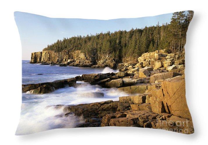 Atlantic Ocean Throw Pillow featuring the photograph Acadia National Park - Maine Usa by Erin Paul Donovan