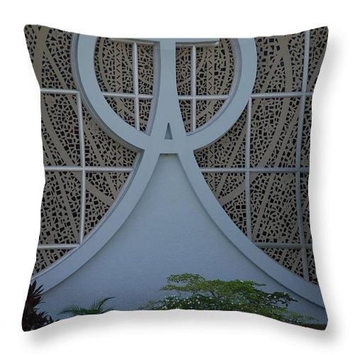 Church Throw Pillow featuring the photograph Circle T Church by Rob Hans