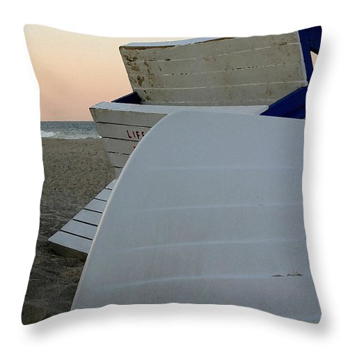 Ocean Throw Pillow featuring the photograph Day's End by Mary Haber