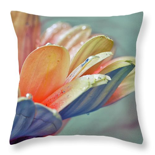 Plant Throw Pillow featuring the photograph Elegance by Stelios Kleanthous
