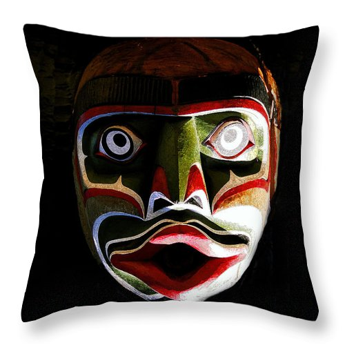 Totem.face Throw Pillow featuring the painting Face Of Totem by David Lee Thompson