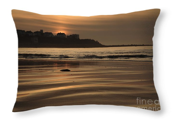 Atlantic Ocean Throw Pillow featuring the photograph Hampton Beach New Hampshire Usa by Erin Paul Donovan