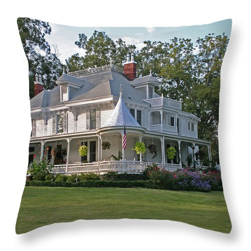 Victorian Throw Pillow featuring the photograph Higdon House Inn by David Campbell