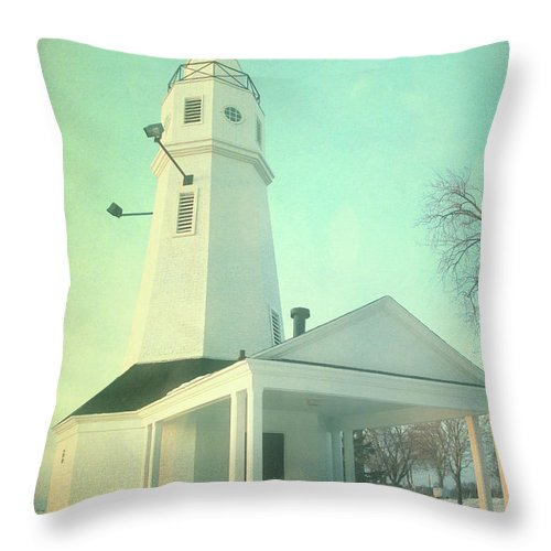 Lighthouse Throw Pillow featuring the photograph Kimberly Pointe Lighthouse by Joel Witmeyer