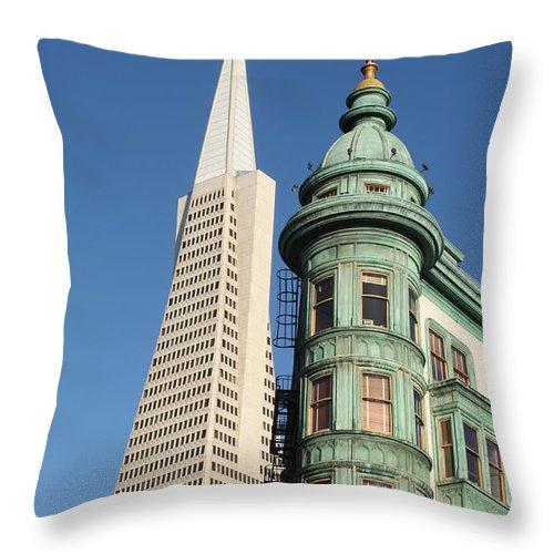 San Francisco Throw Pillow featuring the photograph Transamerica Pyramid Building by Henrik Lehnerer
