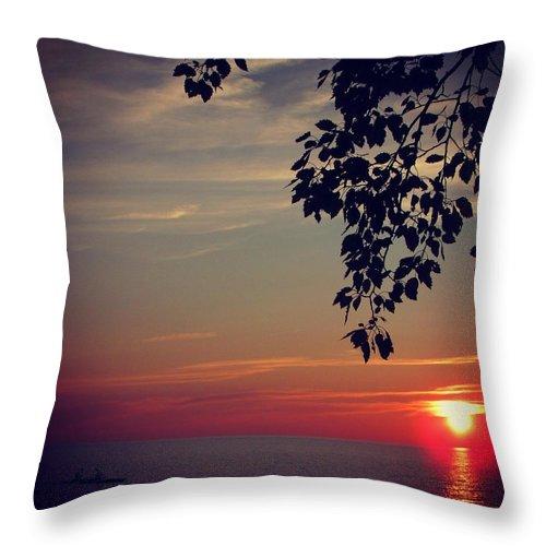 Sunset Throw Pillow featuring the photograph Vivid by Juli Kreutner