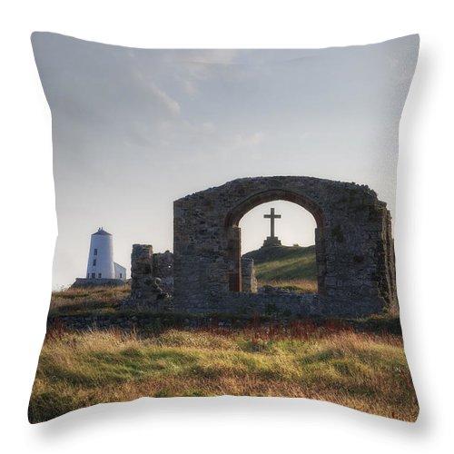 Ynys Llanddwyn Throw Pillow featuring the photograph Ynys Llanddwyn - Wales by Joana Kruse