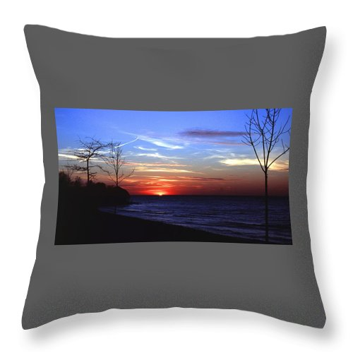 Sunset Throw Pillow featuring the photograph 112601-54 by Mike Davis